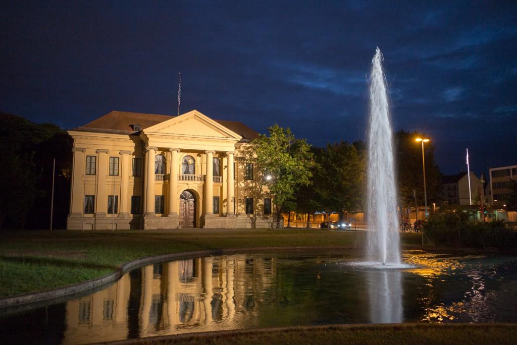 Prinz-Carl-Palais Leica M mit 28mm Elmarit asph. bei f/4.8   1/25sec    ISO 3200