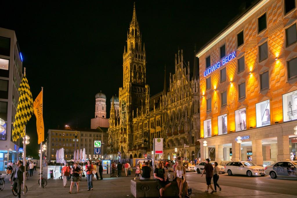 Der Marienplatz Leica M mit 28mm Elmarit asph. bei f/4.8 1/30sec ISO 3200