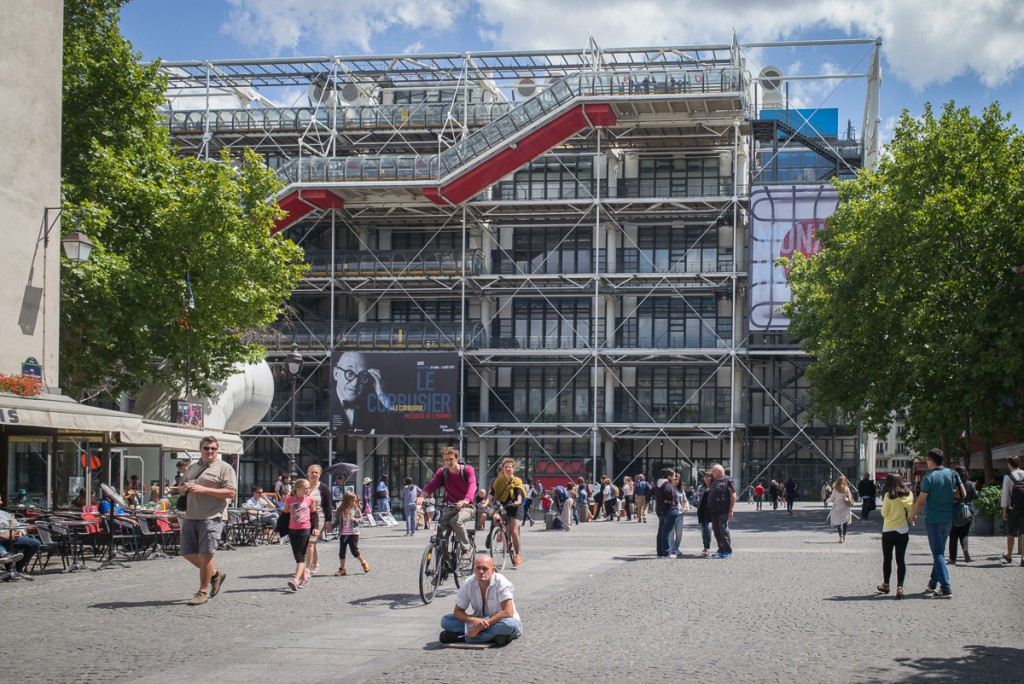Am Centre Pompidou Leica M mit 28mm Elmarit asph. bei f/4.8 1/750sec ISO 200