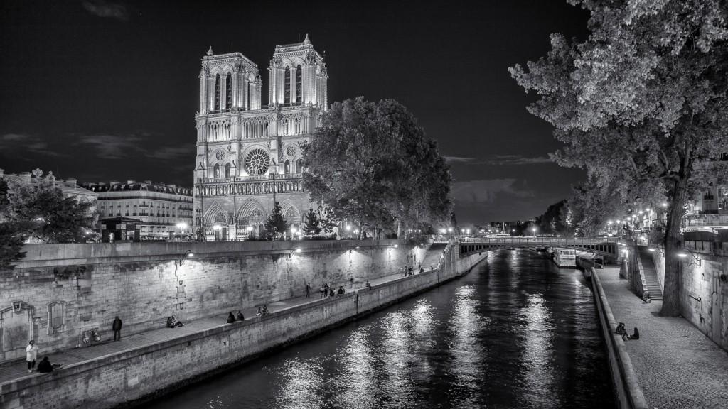 Sommernacht an der Seine Leica M mit 21mm Super-Elmar asph. bei f/3.4  0,7sec    ISO 200