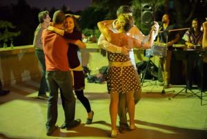 Mitternacht, Tanz am Trocadero Leica M mit 35mm Summilux asph. bei f/1.4 1/45sec ISO 3200