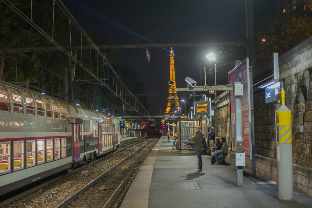 Noch rechtzeitig am Bahnsteig Leica M mit 35mm Summilux asph. bei f/2.8 1/125sec ISO 3200