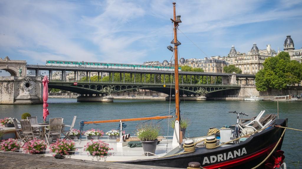 Die Pont du Bir-Hakim Leica M mit 35mm Summilux asph. bei f/6.8 1/1000sec ISO 200