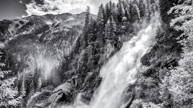 Alpen-Fotos monochrom