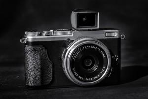 Fuji X70 mit Leica Spiegelsucher Foto: Leica M240 mit 90mm Apo-Macro Elmar