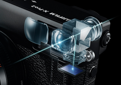 Fuji's exzellentes System bietet eine elektronische Fokussier-Hilfe, die dem optischen Sucher überlagert ist.