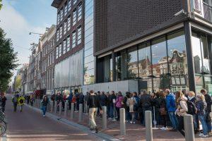 Die Schlange am Anne Frank-Haus