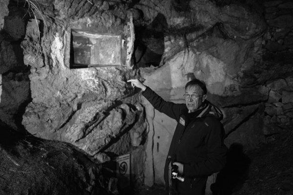 Am Eingang zu Bunker Nr. 20. Leica Q bei f/1.7  1/30sec  ISO 6400
