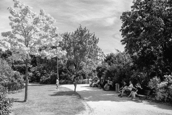 Im Park vor dem Eiffelturm
