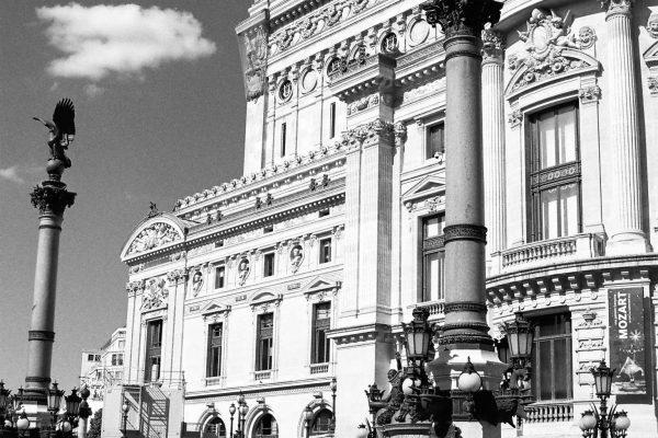 An der Oper, ausnahmsweise mit Rot-Filter