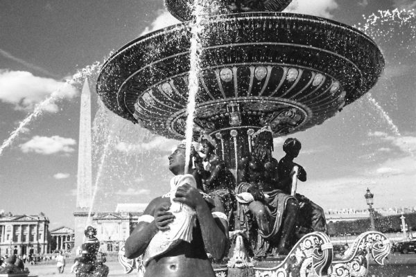 Am Place de la Concorde, 21mm Super-Elmar und Rot-Filter
