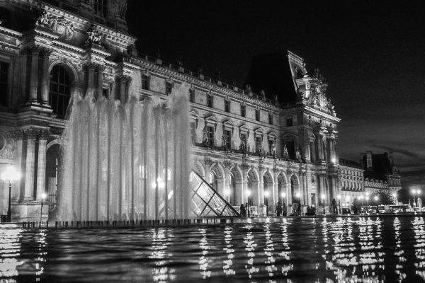 Am Louvre, Leica M4 mit 35mm Summilux bei f/1.4