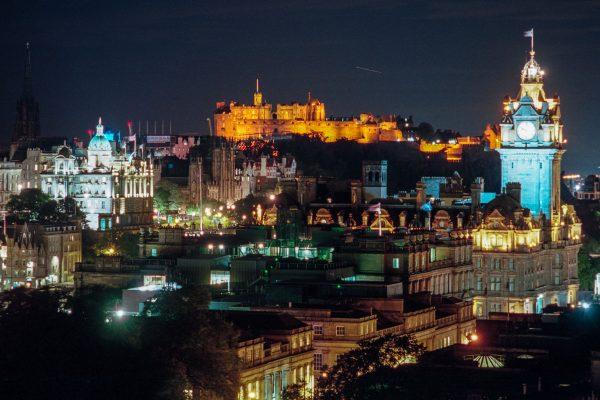 Edinburgh bei Nacht. Leica M6 mit 90mm Macro-Elmar