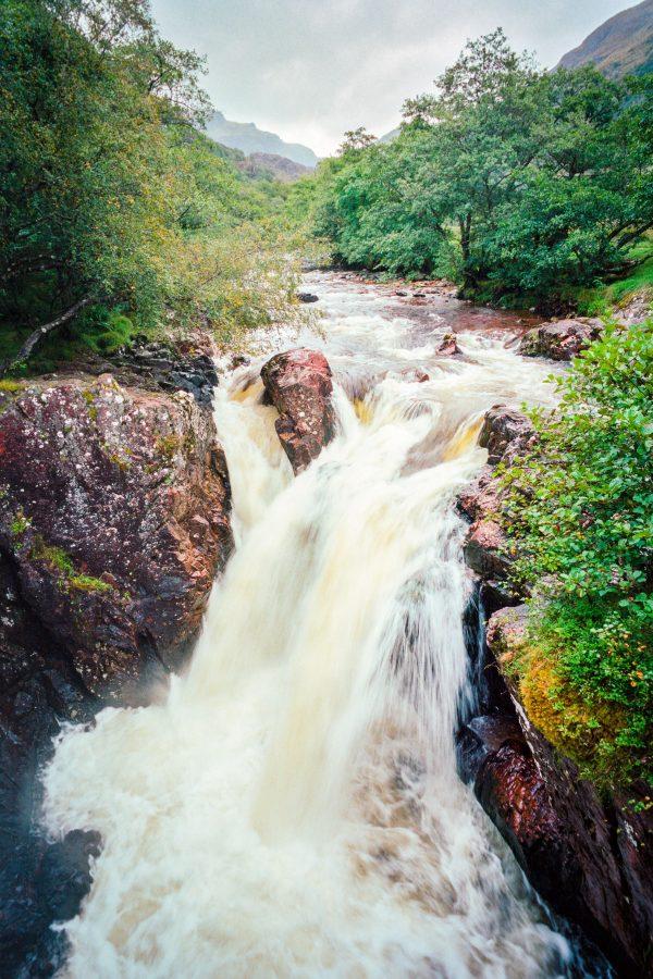 Untere Steall Falls. Leica M6 mit 21mm Summilux bei f/16  1/15sec  Kodak Portra 160