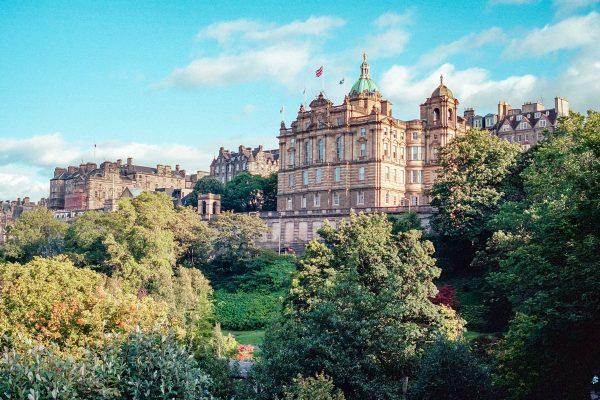 Edinburgh Skyline über Princess Park. Leica M6, Kodak Portra