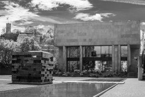 Architektur: Bielefelder Kunsthalle. M10 mit 35mm Summilux bei f/4.0  1/1000sec  ISO 100
