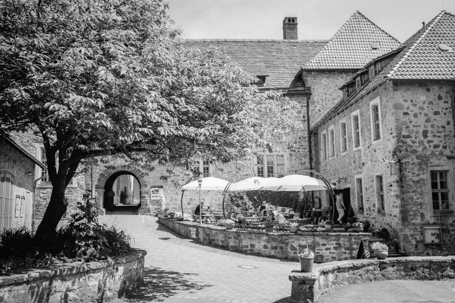 Burg Sternberg, Leica IIIf mit 3,5cm Summaron, Orange-Filter