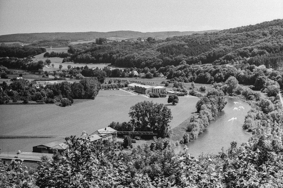 Blick ins Wesertal, Leica IIIf mit 9cm Elmar, Orange-Filter