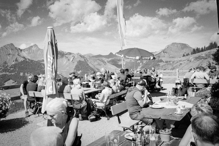 Sonntagsbetrieb an der Breithornhütte