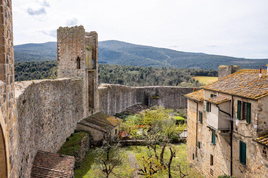 Auf den Wällen von Monteriggioni