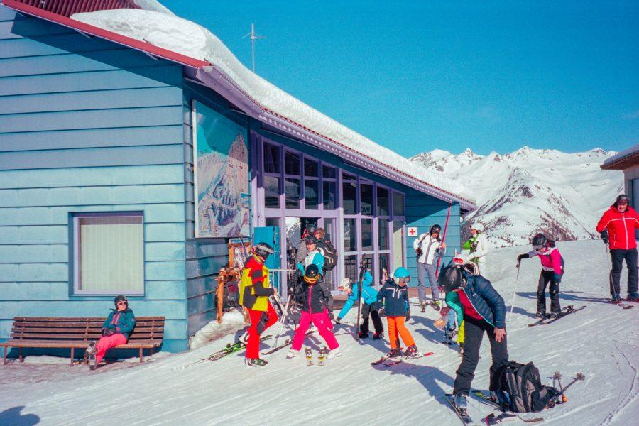 Bergstation. Leica Mini-Zoom und Kodak Portra