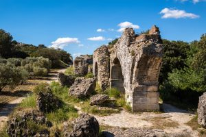 Aquädukt bei Arles. Leica M10 mit 28mm Elmarit