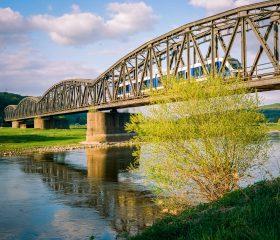 Alte Eisenbahnbrücke. Kodak Portra 800. Satte Farben!