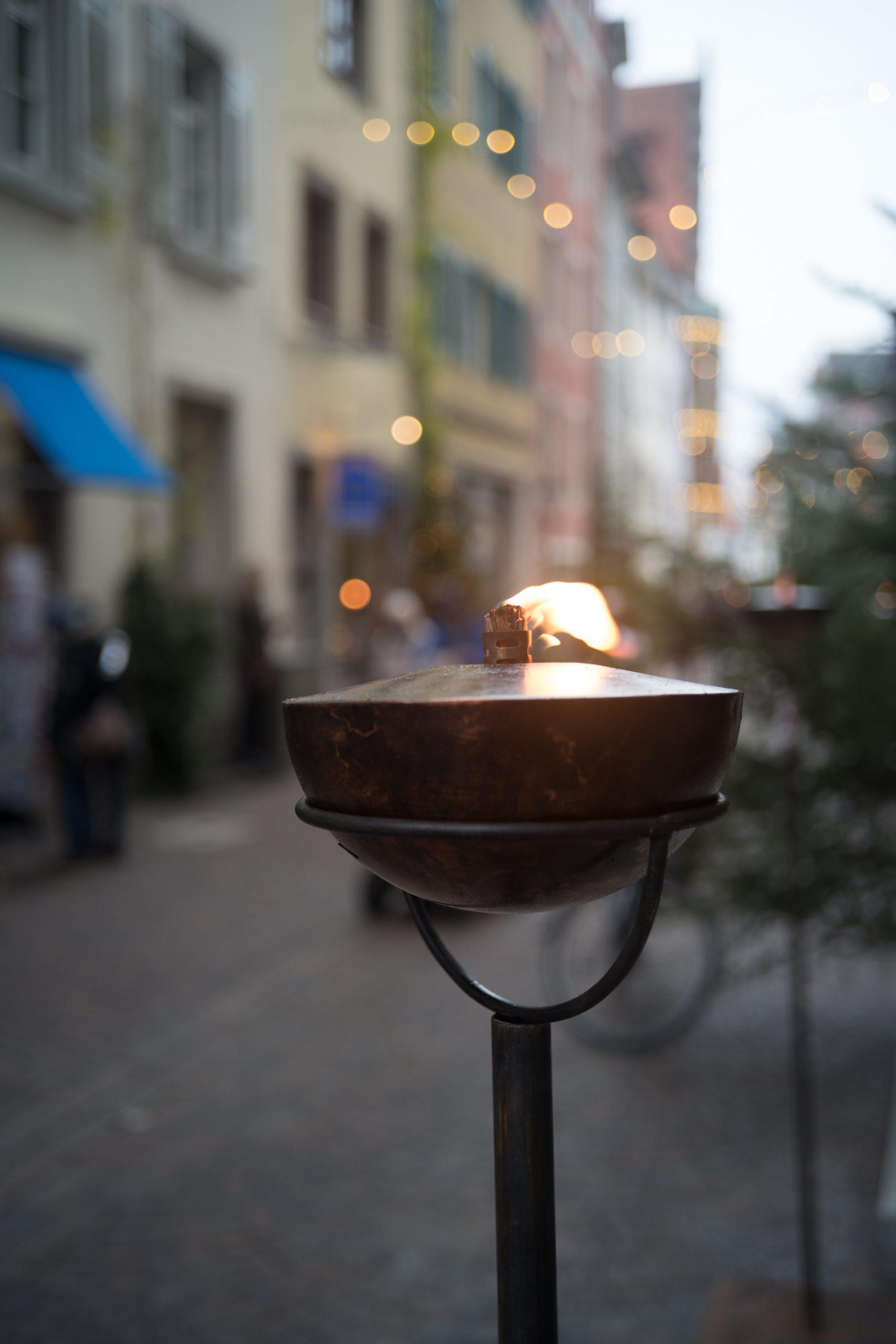 Als es noch so etwas wie einen Weihnachts-Altstadt-Bummel gab. Für ein bescheidenes 40/2.8 erzeugt das Rollei-Sonnar ein ansprechendes Bokeh, finde ich. Rollei Sonnar 40/2.8 an Leica SL.