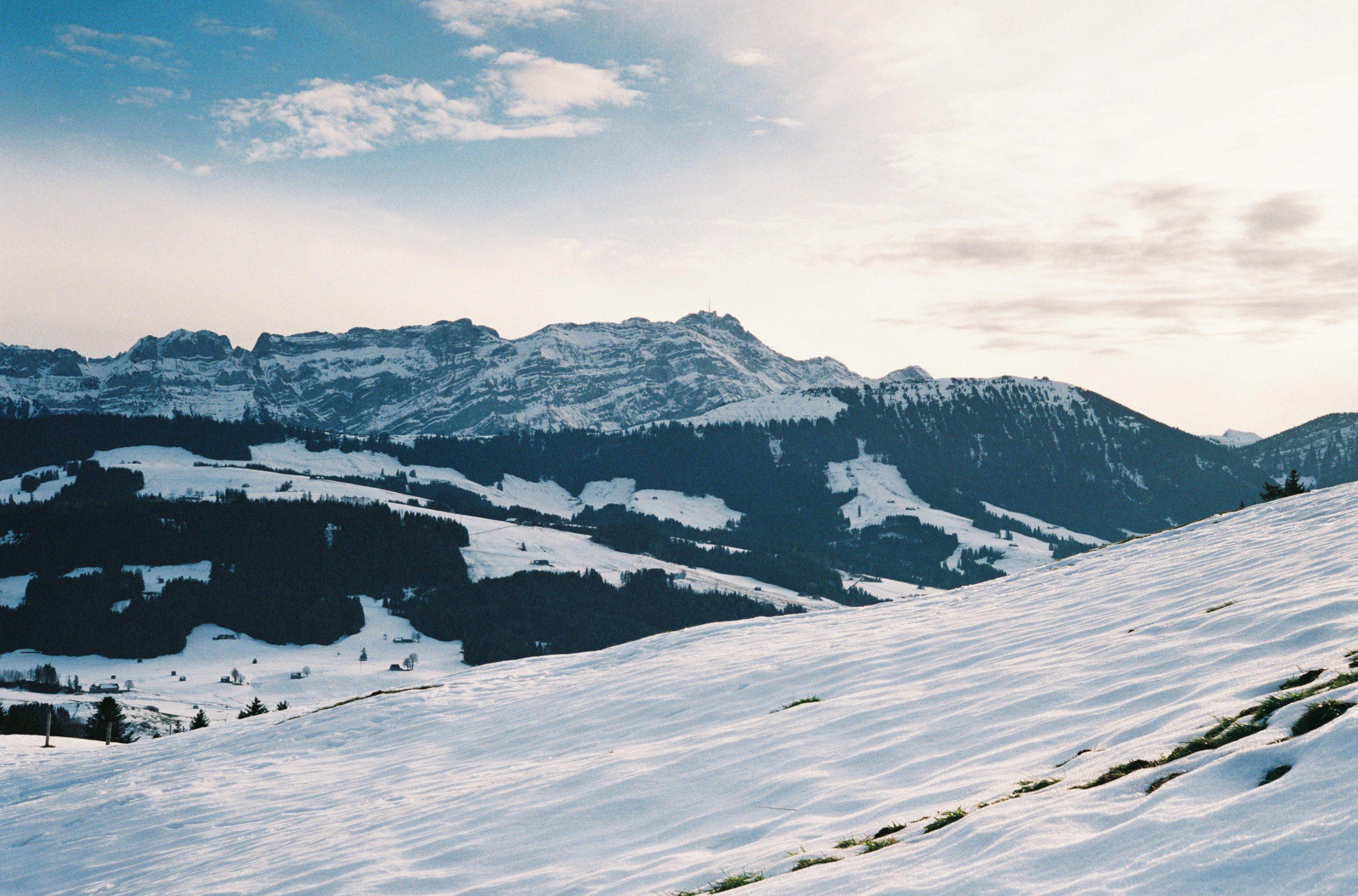 Der Säntis, unser Hausberg und Orientierungspunkt südlich des Bodensees. Summicron-C 40/2 an Leica CL. Fujifilm C200